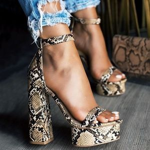 NEW🔥 Ankle Strap High Chunky Heel Platform sandal